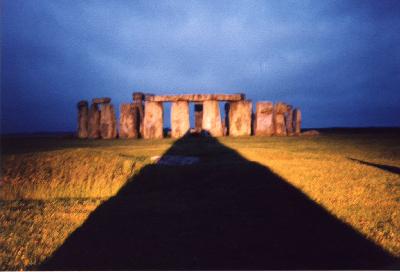 http://www.stonehenge-avebury.net/Photos/stonehengeshadow.jpg